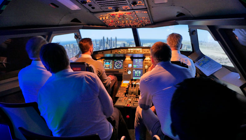 Seminarsituation im Cockpit beim CRM-Training im Hamburg